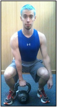 How to do kettlebell snatches, photo 1.