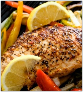 Grilled chicken and peppers is a great paleo food meal.